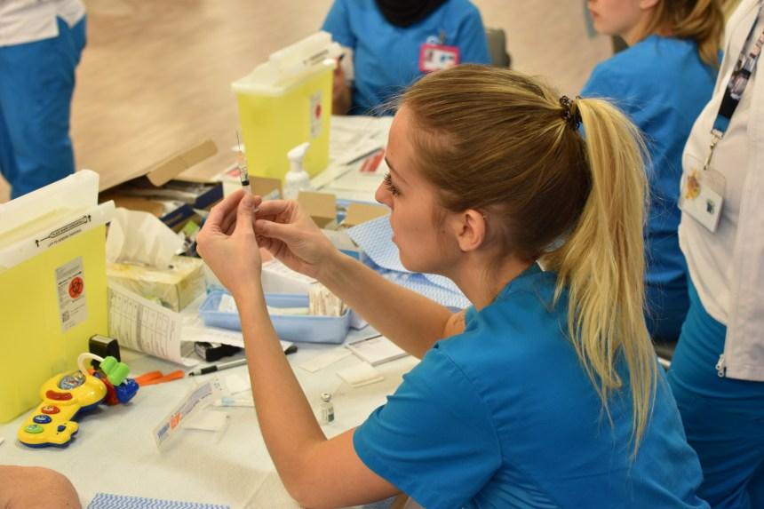 La réalité virtuelle utilisée pour enseigner aux étudiantes en soins infirmiers