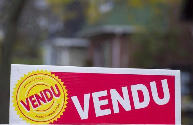 Une pancarte de vente de propriété