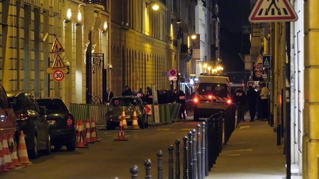 La police parisienne traque deux cambrioleurs