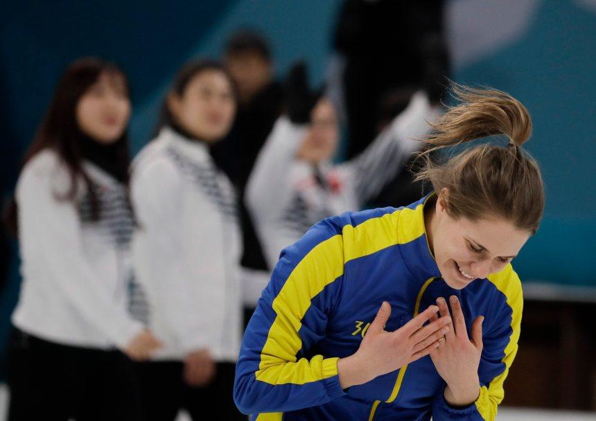 La Suède remporte l'or en curling féminin