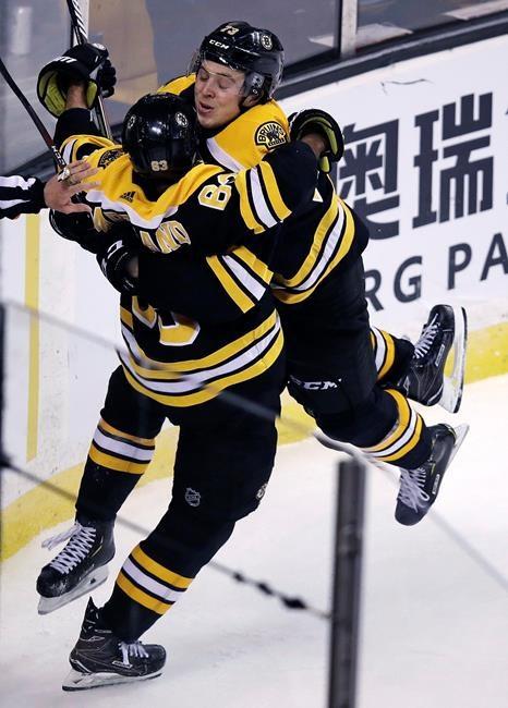 McAvoy donne la victoire aux Bruins, 4-3