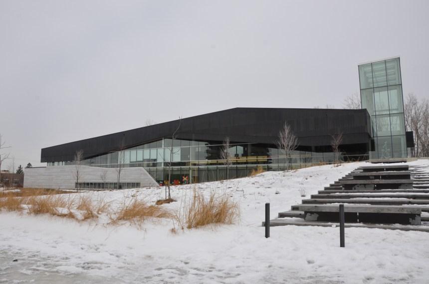 L'abstraction à la bibliothèque du Boisé
