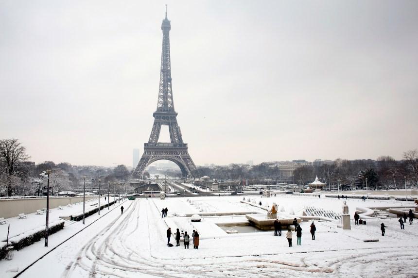 La neige paralyse les transports en France