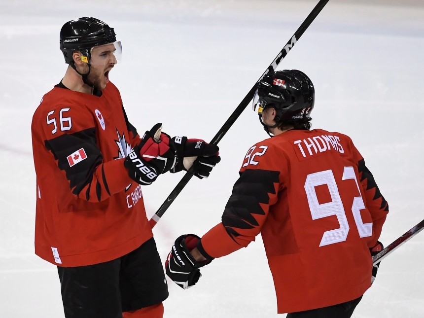 Le Canada passe en demi-finales au hockey masculin
