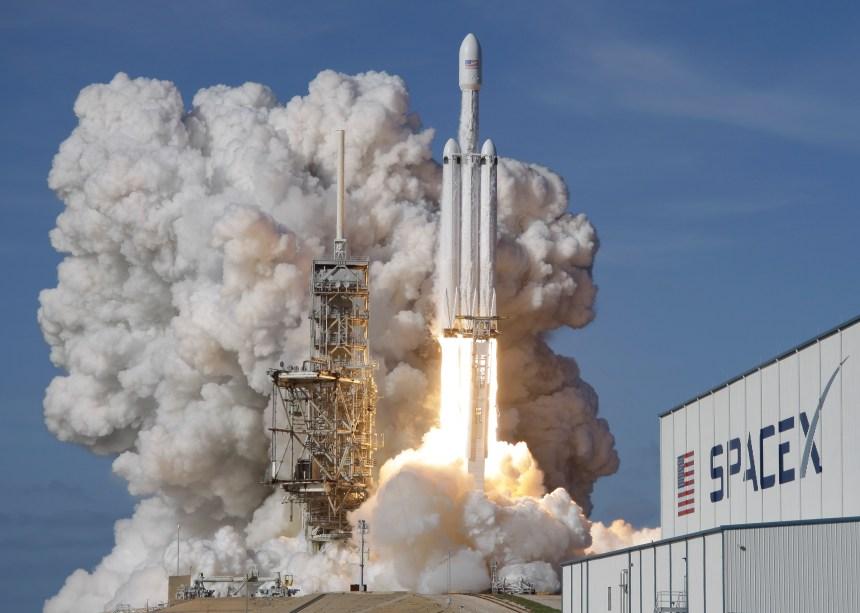 SpaceX lance sa nouvelle fusée Falcon Heavy