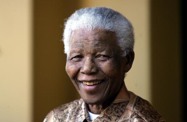 Des moulages en or des mains de Nelson Mandela seront exposés