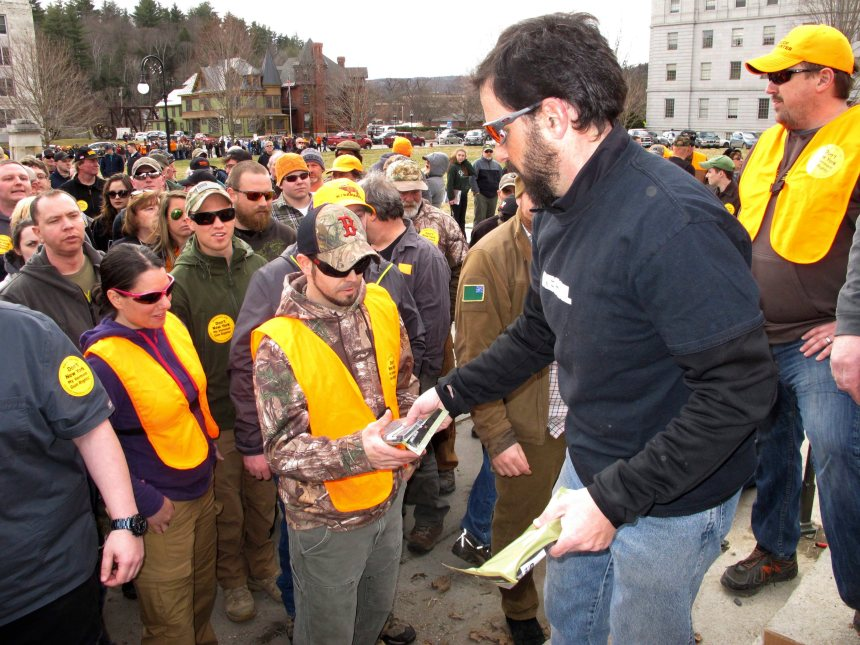 Contrôle des armes: Des chargeurs distribués dans le Vermont