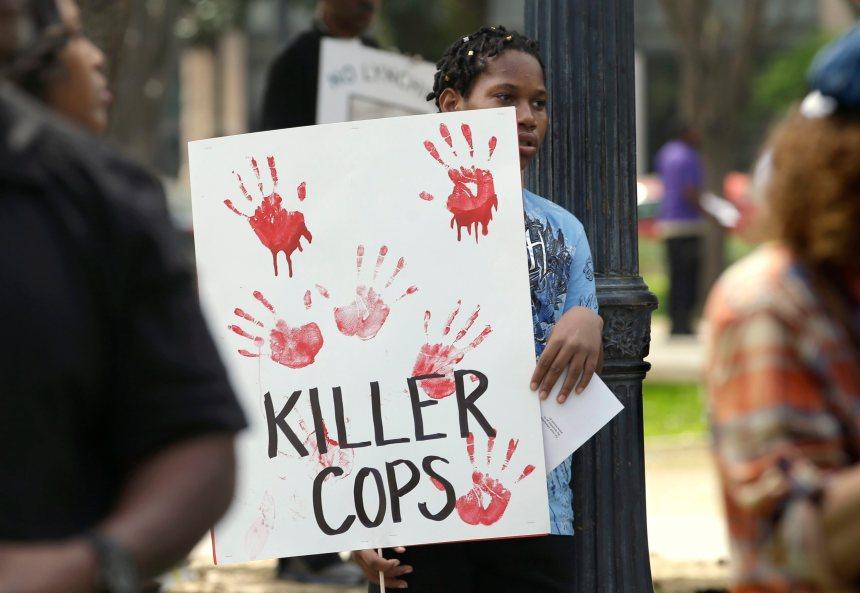 De 200 à 300 personnes réclament justice après la mort d'un Afro-Américain