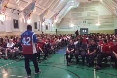 Décrochage: un joueur des Alouettes de passage dans des écoles de Montréal