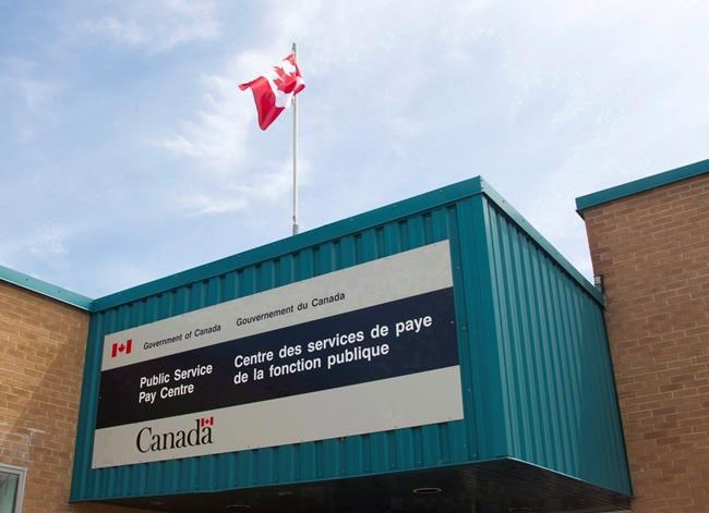 Ottawa maintiendra Phénix le temps de tester des systèmes de paye