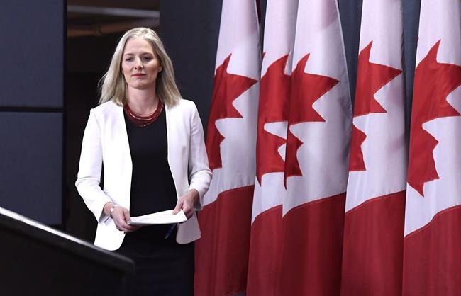 Ottawa hausse les prix à la pompe dans quatre provinces