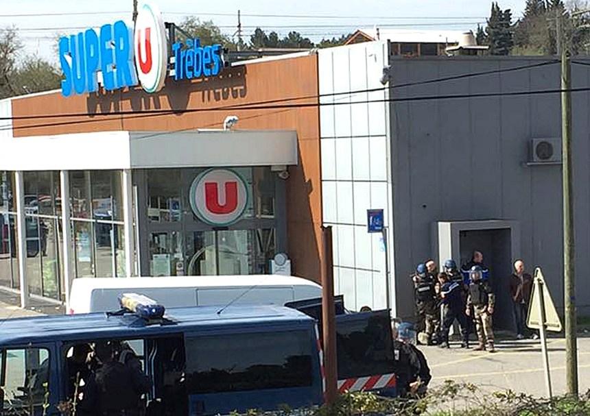 Hommage au gendarme tué en France