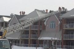 Un incendie fait rage dans Pointe-aux-Trembles
