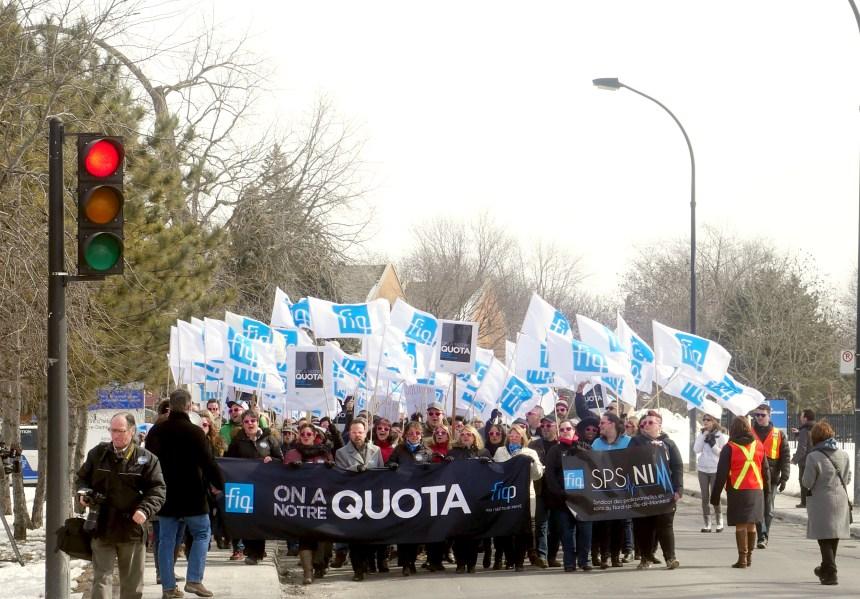 Des infirmières manifestent à Bordeaux-Cartierville