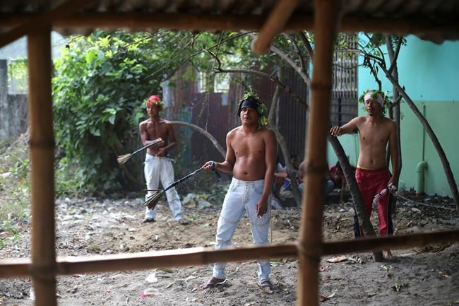 Vendredi saint: crucifixions aux Philippines