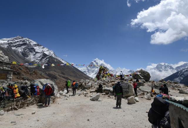 Népal: la haute saison commence sur l'Everest