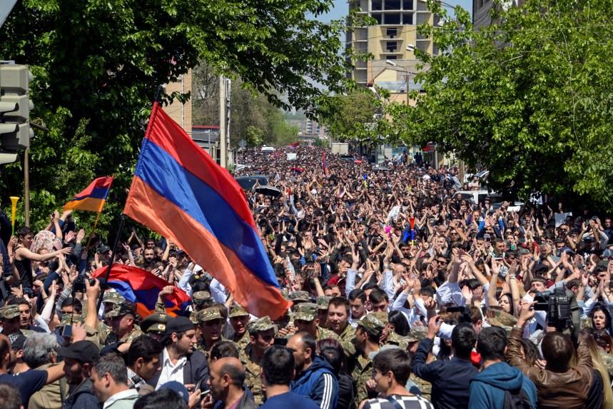 Les Arméniens célèbrent la démission du Premier ministre