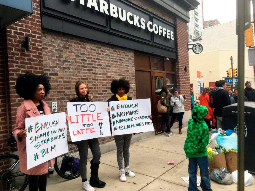 Le patron de Starbucks veut apaiser la controverse