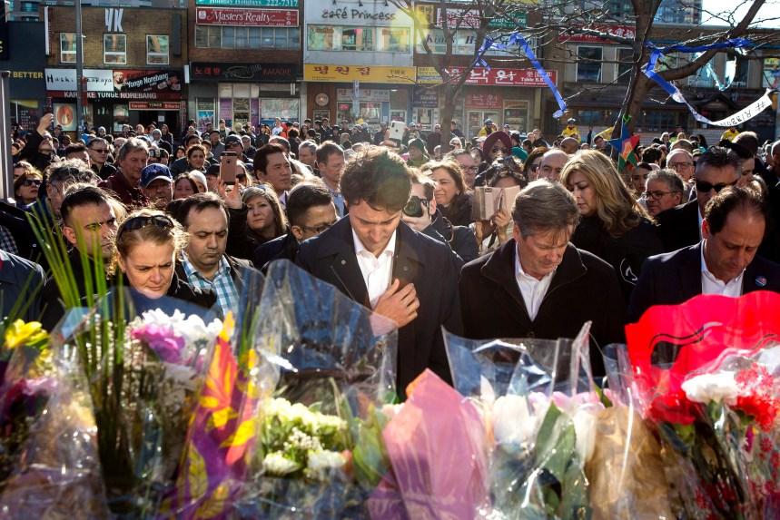 Des milliers de personnes saluent les victimes de Toronto