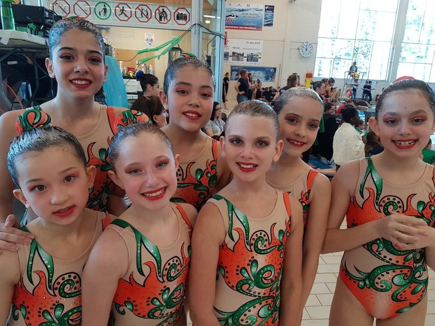 Médaillées à leurs premières compétitions en nage synchronisée