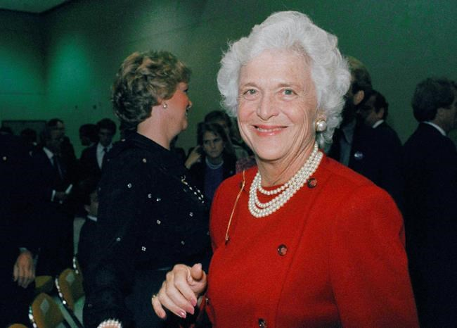 Des leaders canadiens pleurent Barbara Bush