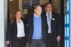 Harvey Weinstein sort dans un bar new-yorkais et ça ne passe pas