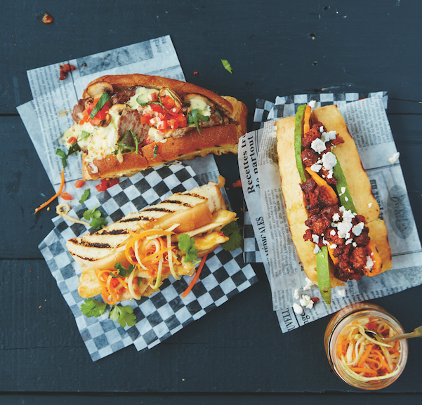 Hot-dog à la merguez, patate douce et avocat