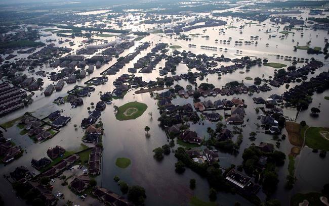 Atlantique: un nombre normal d'ouragans attendu