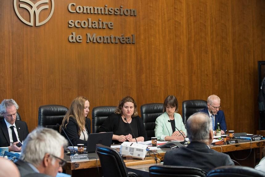 Laïcité: la Commission scolaire de Montréal serait en voie d'appliquer la loi