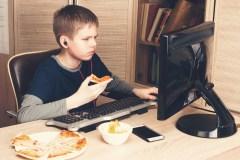 TDAH: les pédiatres recommandent de réduire le temps passé devant les écrans