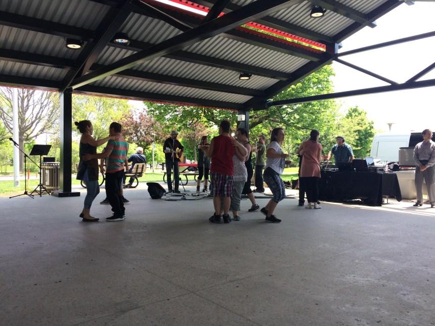 Place à la danse au parc Lafond