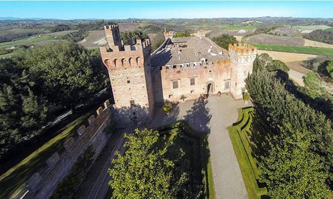 Château, villa et village à vendre en Toscane