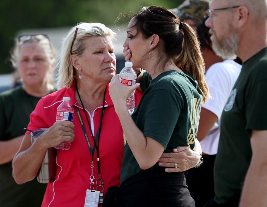 Un adolescent ouvre le feu dans une école du Texas: 10 morts