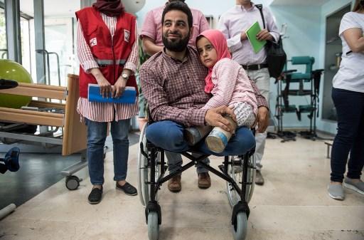 En Turquie, une nouvelle vie attend Maya, petite Syrienne née sans jambes