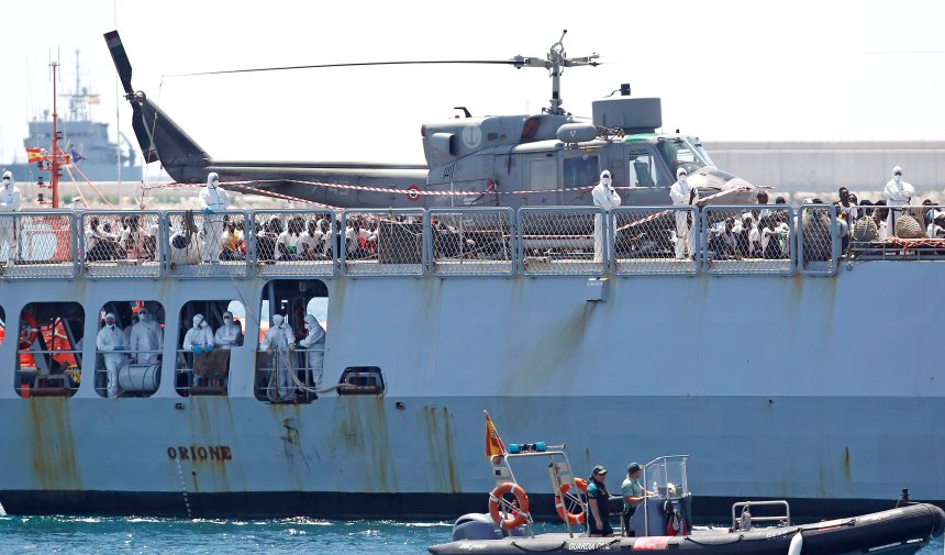 Après une semaine d'errance, les migrants de l'Aquarius arrivent à bon port