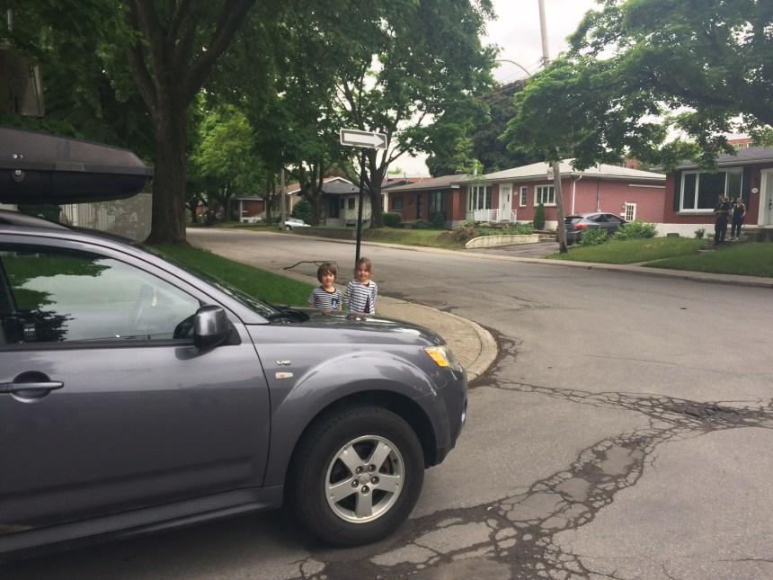 Des parents réclament des mesures d'apaisement de la circulation dans leur secteur