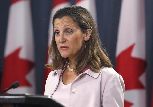 Tarifs douaniers: Ottawa abat ses cartes vendredi