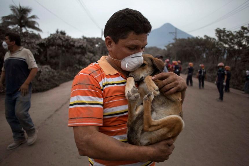 Éruption d'un volcan au Guatemala: le bilan s'alourdit avec 33 morts