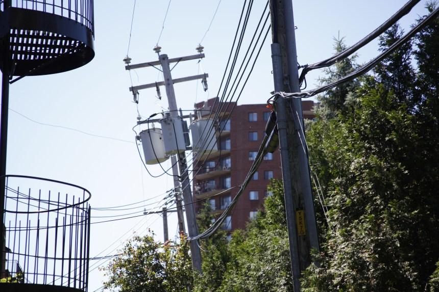 Des poteaux qui inquiètent sur le boulevard Gouin