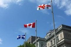 Le fleurdelisé entre à l'hôtel de ville de Montréal