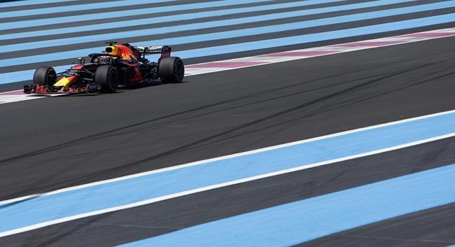 Les Mercedes dominent les premiers essais