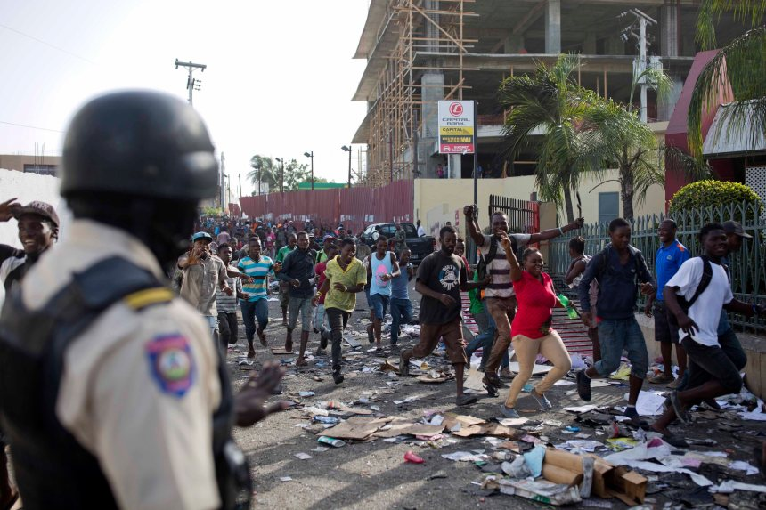 Haïti: Les manifestations font place au pillage