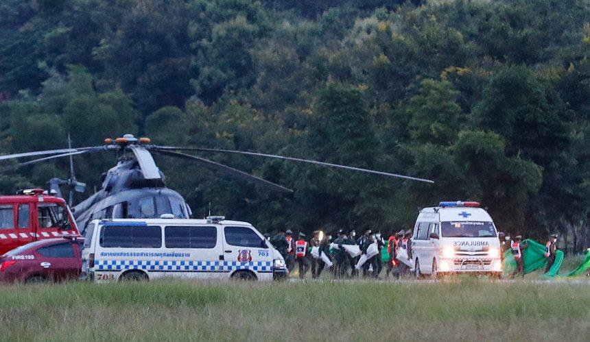 Thaïlande: les 13 rescapés de la grotte évacués