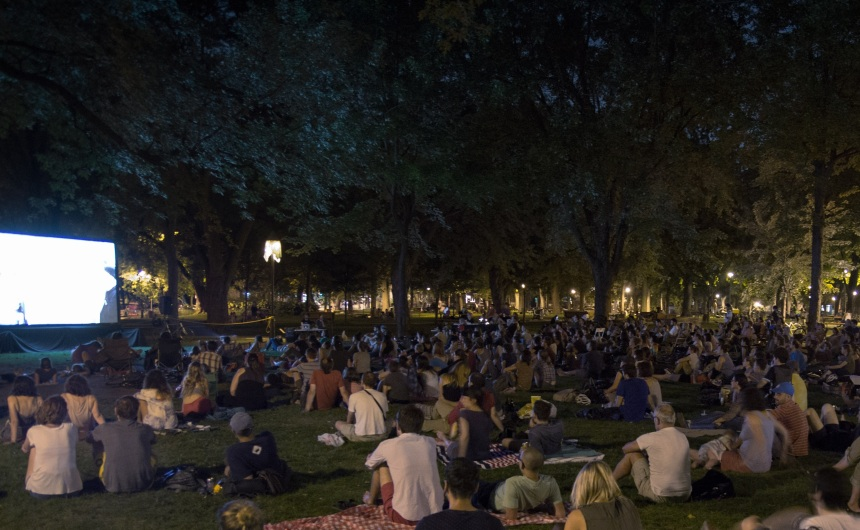 Du cinéma sous les étoiles dans les parcs de Montréal