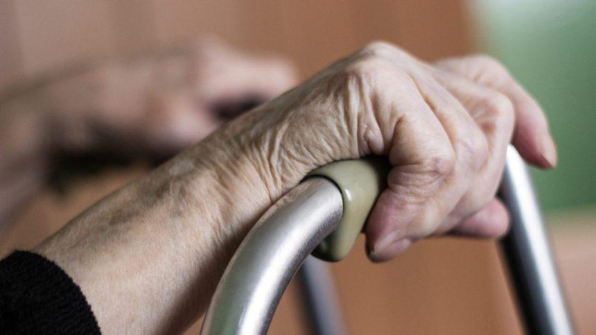 CHSLD: plainte pour «discrimination et exploitation» des aînés