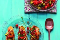 Bruschetta fraises, concombre et herbes