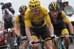 Chris Froome chute après la 17e étape