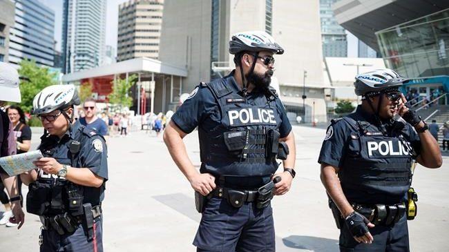 Déploiement policier majeur au centre de Toronto