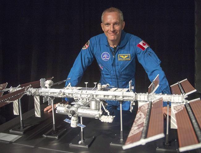 L'astronaute David Saint-Jacques lance l'expo lunaire à Montréal