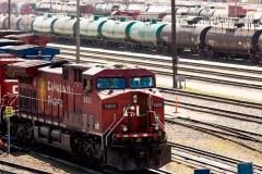 Un train transportant des hydrocarbures a déraillé en Alberta